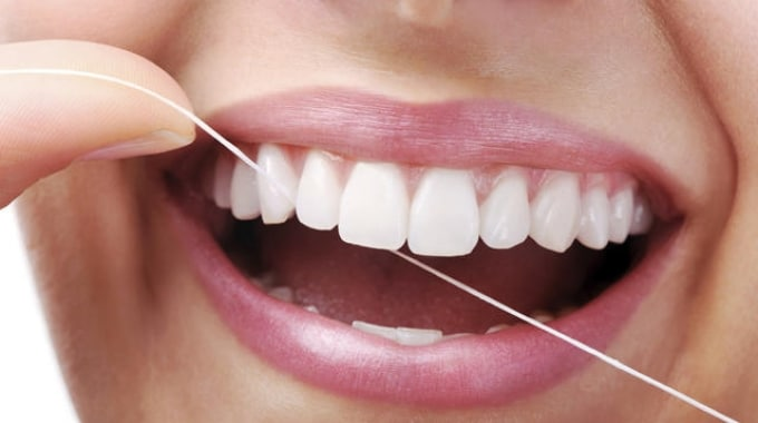 igiene dentale con filo roma